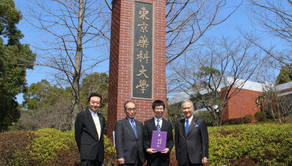 日中笹川医学奨学金制度<学位取得コース>研究者が東京薬科大学で博士学位を取得!